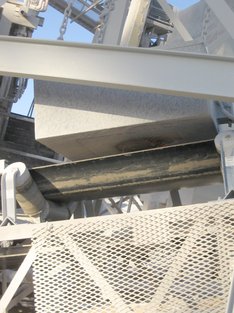 Electro Magnet Above Aggregate Conveyor