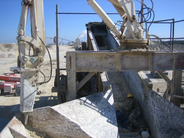 Apron Conveyor Feeds Gundlach Crusher