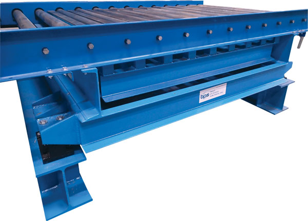 Lift and vibrate grid deck vibrating table under roller conveyor
