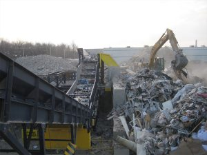Loading C&D Waste onto Screener