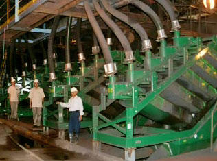 fine screening and dewatering for mineral processing