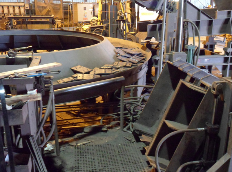 curved or circular vibrating conveyor to line up metal tie plates