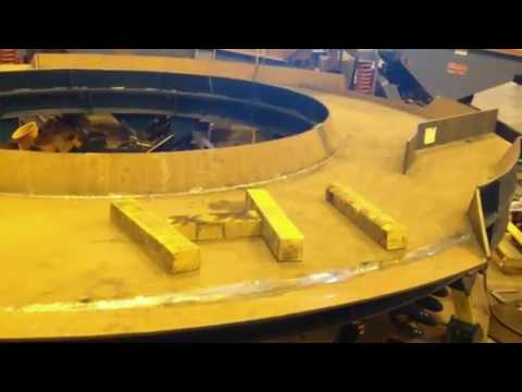 Curved Vibrating Conveyor Lines Up Metal Plates for Camera