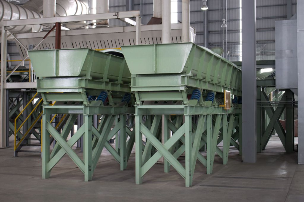 low vibration pan and trough conveyors to convey hot abrasive materials