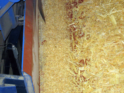 Fines Removed from Wood Chips by Vibrating Screen