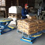 stacking filled bags on easy loader palletizing machine