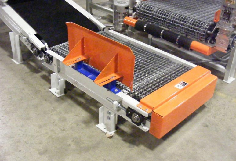 Bag Conveyor for 90 Degree Transfer of Filled Valve Bags in Packaging System