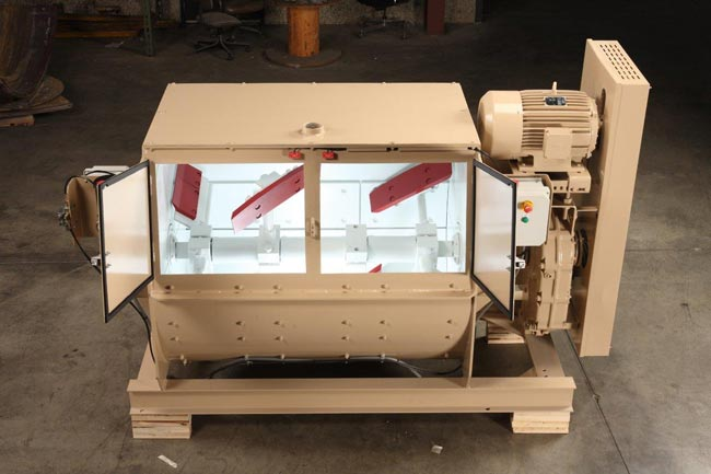 refractory mixer with single horizontal shaft and paddles