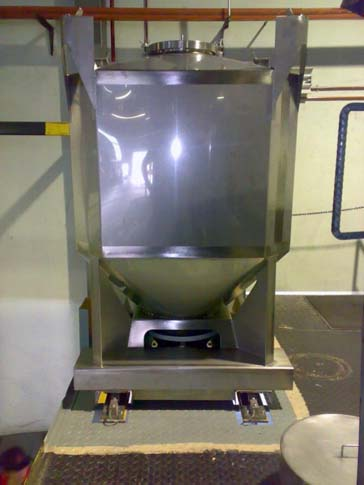 stainless-steel-IBC-used-for-storage-of-dry-ingredients