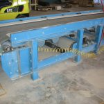 vibrating conveyor for concrete molds