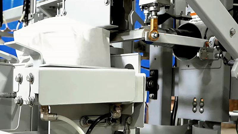 bag sealing machine uses ultrasonic sealer for breading mix