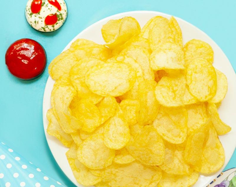 seasoning potato chips using electrostatics