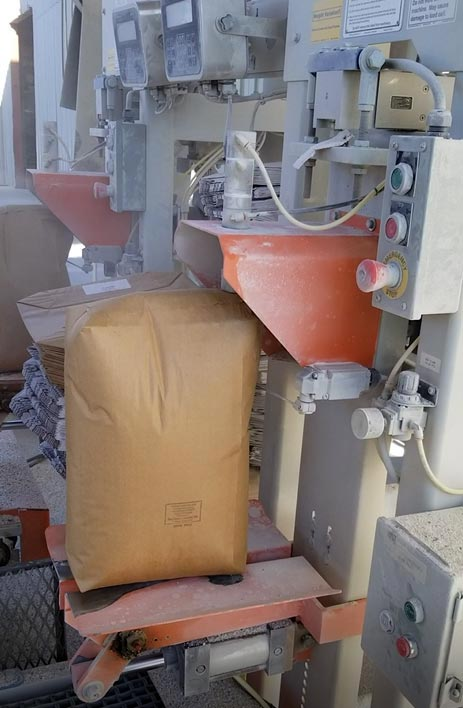 auger packer fills valve bags with dusty powders