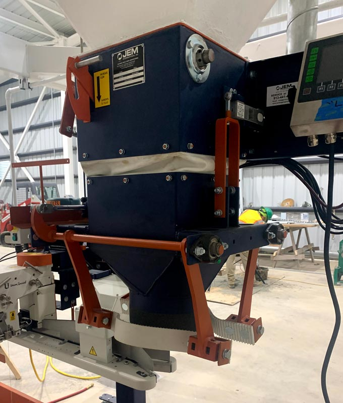 digital gross weight bagging machine with dust tight bag clamp