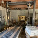automatic stretch wrapping conveyor